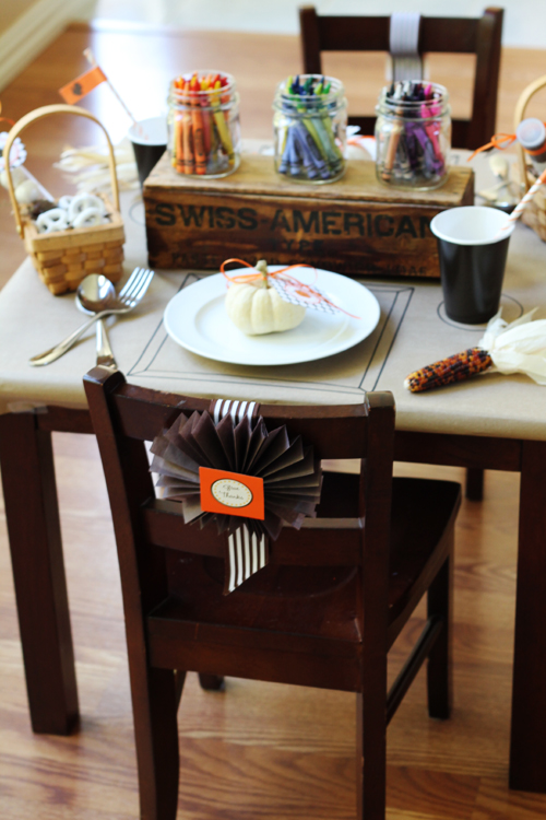 Thanksgiving Kid's Table Ideas (Recipes, Crafts, Games, and Decor)
