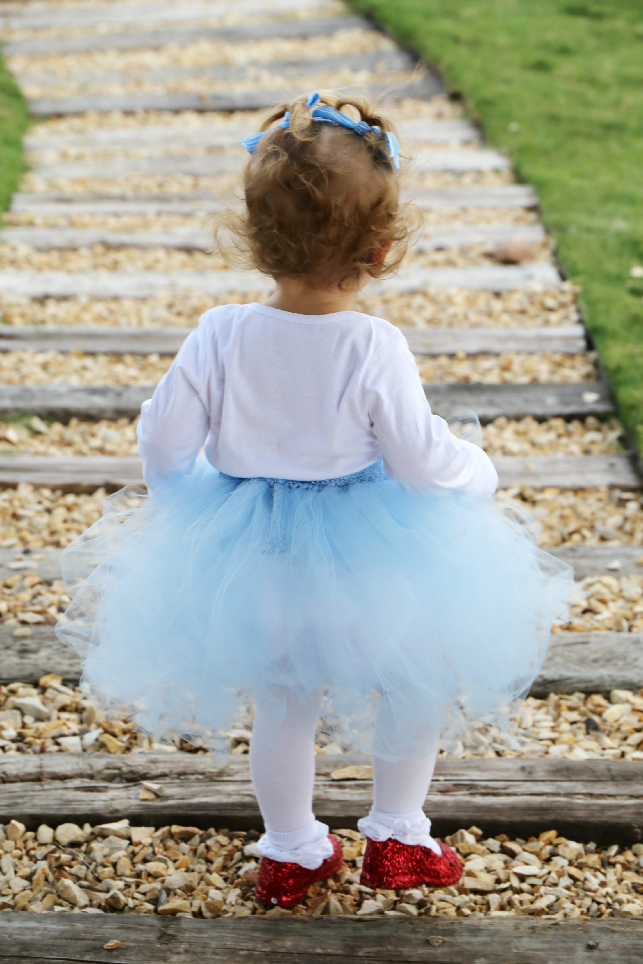 easy diy dorothy wizard of oz baby costume idea the child at heart blog