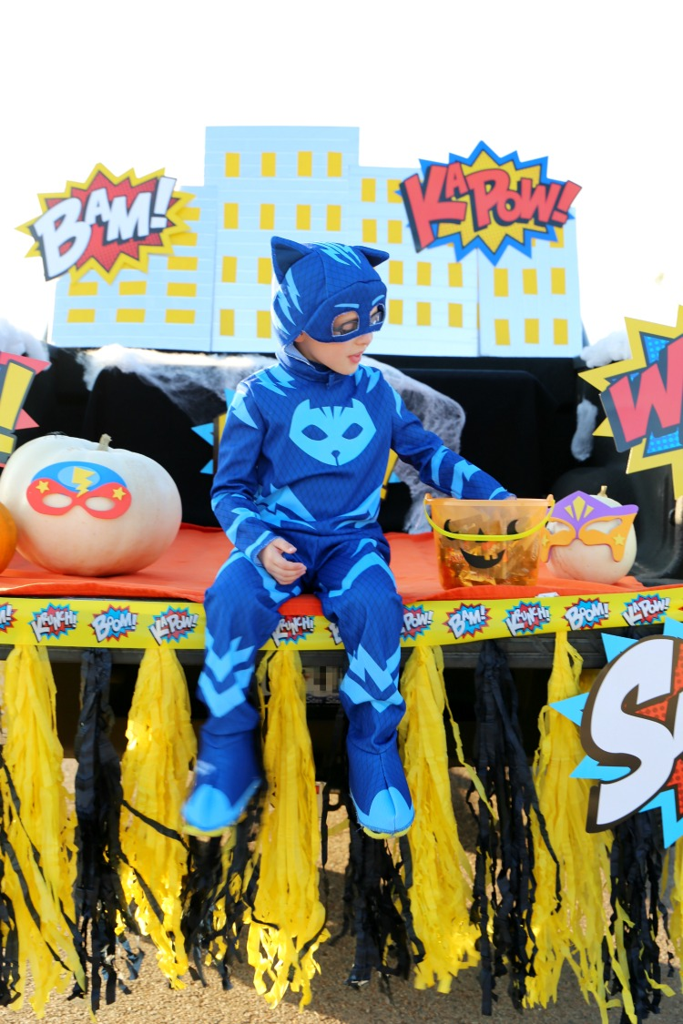 Superhero Halloween Trunk or Treat Ideas + DIY Skyline: the Child at Heart blog