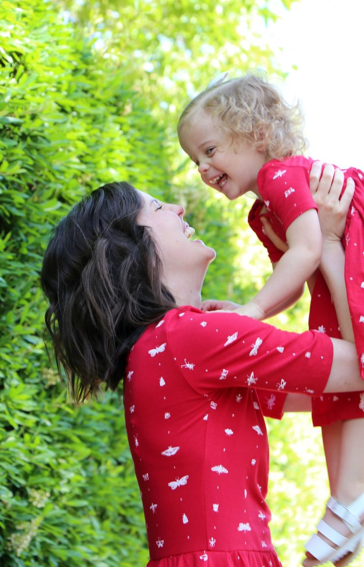 Mommy and Me Photo Shoot Pose Ideas